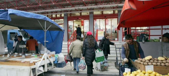 Ολο και λιγότερα ξοδεύουν τα ελληνικά νοικοκυριά- Κόβουν καφέ, τσάι, γαλακτοκομικά