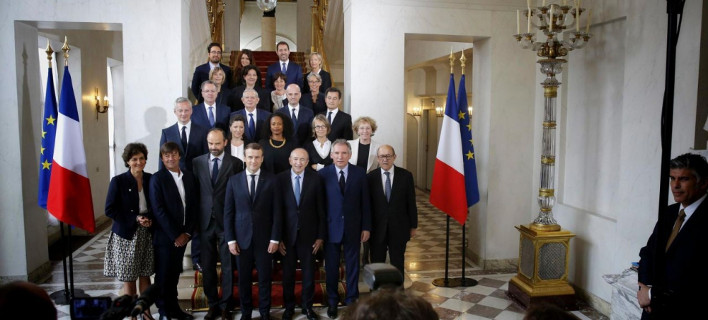 Ο Εμανουέλ Μακρόν θέλει να διοικήσει τη Γαλλία σαν επιχείρηση -Πέταξε έξω από το προεδρικό τους δημοσιογράφους [εικόνες]