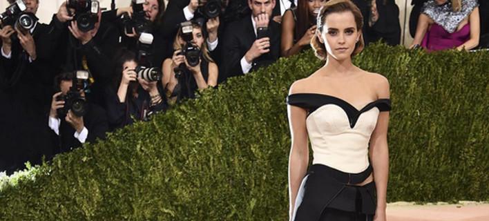 Ο Calvin Klein έφτιαξε φόρεμα από πλαστικά μπουκάλια -Το φόρεσε η Εμα Γουάτσον [εικόνες]