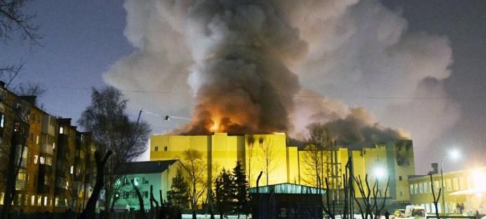 Σοκ στη Ρωσία: 40 παιδιά ανάμεσα στους 64 νεκρούς στο φλεγόμενο εμπορικό -Κάηκαν στους 700 βαθμούς Κελσίου [εικόνες]