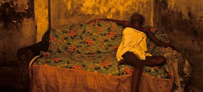 Η «μαύρη Αθήνα»: Ενα σκληρό οδοιπορικό στη νιγηριανή κοινότητα της πρωτεύουσας μέσα από τον ωμό κινηματογραφικό φακό του Πέτρου Σεβαστίκογλου [βίντεο]