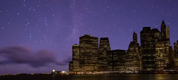 Ετσι θα ήταν ο ουρανός τη νύχτα αν δεν υπήρχε φωτορύπανση -Σαν σε πλανητάριο [βίντεο]