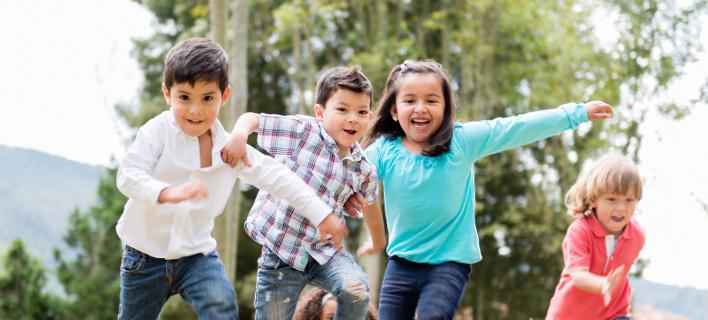 Πώς μπορείτε να πειθαρχήσετε το παιδί σας με γέλια και αστεία
