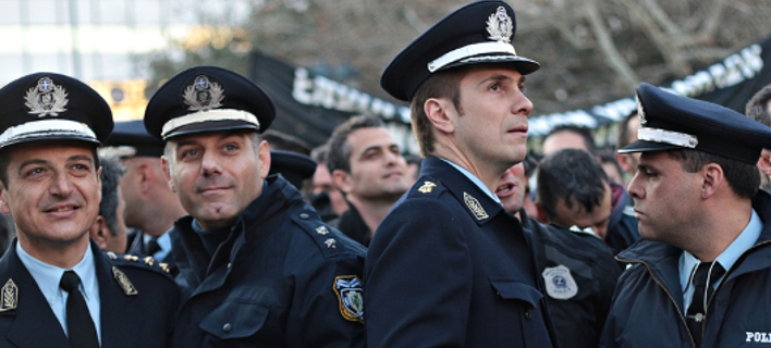 Στον δρόμο οι αστυνομικοί -Συγκέντρωση διαμαρτυρίας έξω από το υπ. Προστασίας