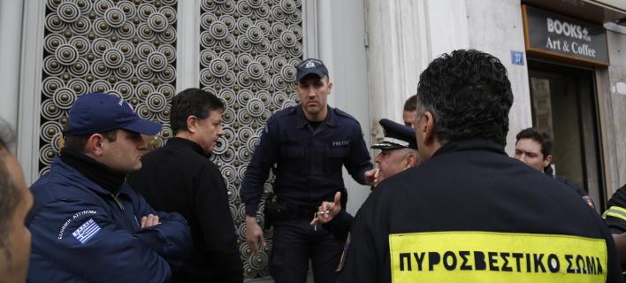 Κατάληψη στο γραφείο του Χουλιαράκη- Ένστολοι ζητούν συνάντηση μαζί του