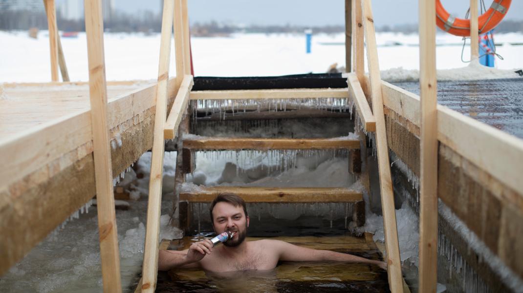Θεοφάνεια στη Ρωσία -Βουτιά σε παγωμένα νερά και... παγωτό -Φωτογραφία: AP Photo/Ivan Sekretarev
