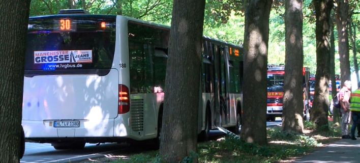 Γερμανία: Επίθεση με μαχαίρι σε λεωφορείο (Φωτογραφία: TNN/dpa via AP)