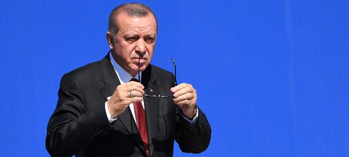 Ο Ερντογάν συνεχίζει τις προκλήσεις και δηλώνει: «Η Ελλάδα κρύβει τους τρομοκράτες που έφυγαν από την Τουρκία» (VIDEO)