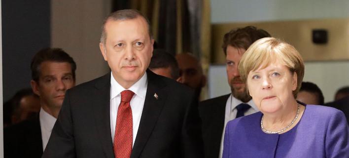 Ερντογάν: Η Γερμανία υποθάλπει εγκληματίες -Δώσαμε στη Μέρκελ 4.500 φακέλους και δεν έχει απαντήσει