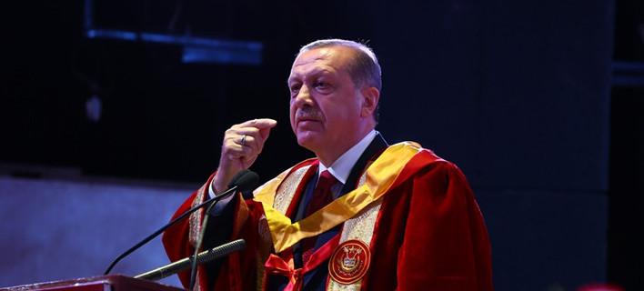 Εχει πλαστό πτυχίο ο Ερντογάν; Αναβίωσε ξανά η φημολογία ενόψει εκλογών [εικόνες]