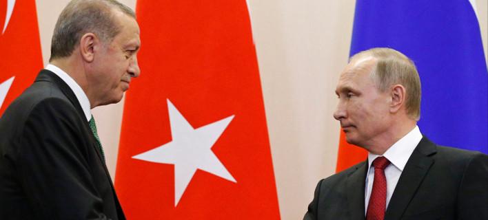 Σύντομα δίνουν τα χέρια για τους πυραύλους Ερντογάν και Πούτιν/ Φωτογραφία: Alexander Zemlianichenko/AP