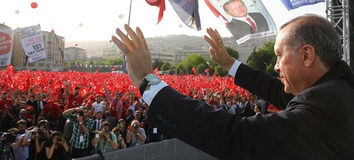 Ο Ερντογάν βγάζει 3 εκατομμύρια Τούρκους στους δρόμους -Συγκέντρωση-σόου στην Κωνσταντινούπολη