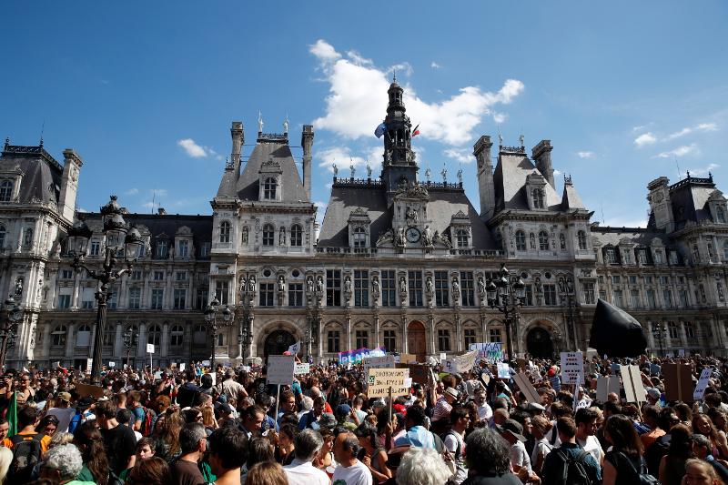 ΧιλιάδεςΓαλλοι συγκεντρώθηκαν στο Παρίσι και σε άλλες πόλεις για το κλίμα/Φωτογραφία: ΑΡ