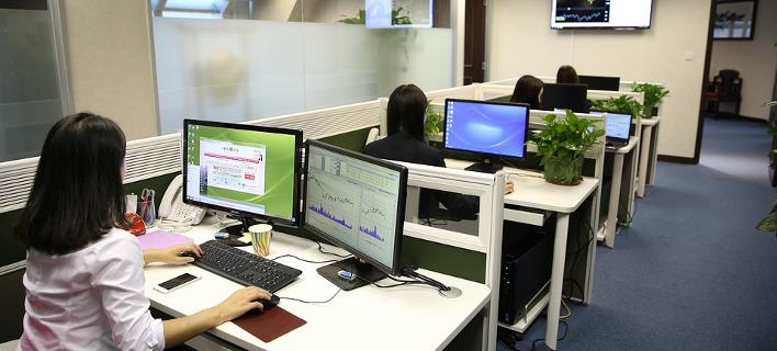 Εργαζόμενοι σε γραφείο/ Φωτογραφία: Pixabay