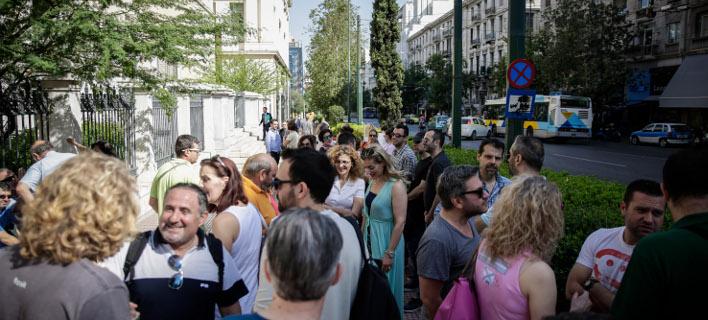Εργαζόμενοι έξω από το ΣτΕ/ Φωτογραφία αρχείου: Eurokinissi