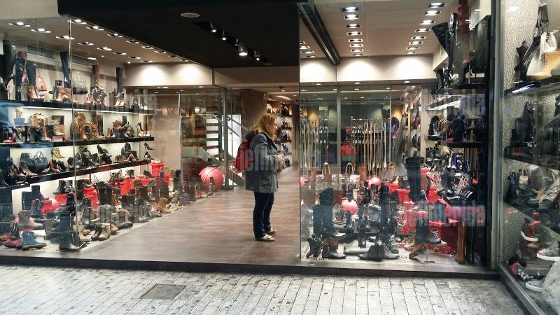 Η Ερμού δεν θυμίζει πια Χριστούγεννα -Γιατί τα καταστήματα δεν στόλισαν   εικόνες  16be792ef9c