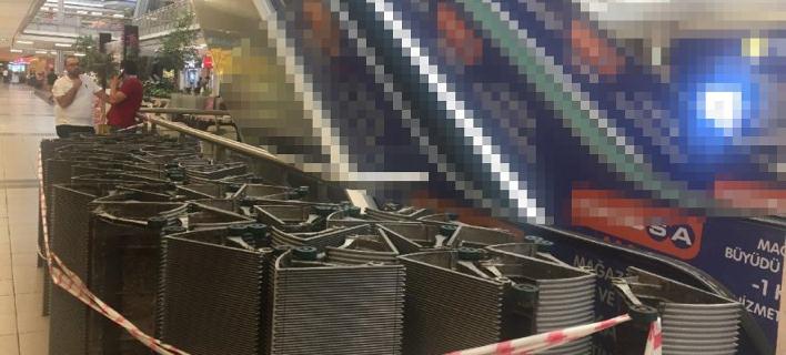 Δικαστικοί επιμελητές «ξήλωσαν» κυλιόμενες σκάλες από εμπορικό κέντρο στην Κωνσταντινούπολη [βίντεο]