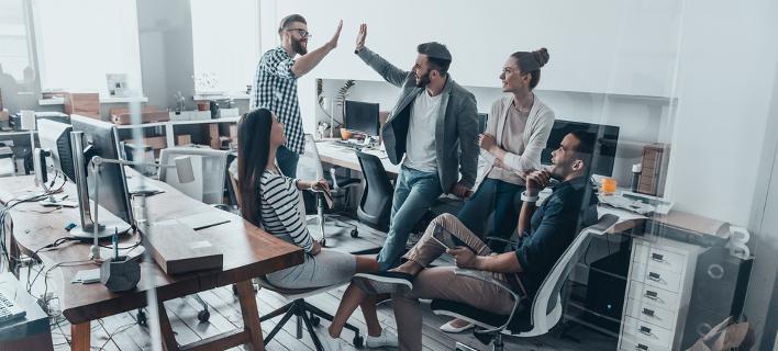 Απόλυτη επιτυχία για την εταιρεία που δουλεύεις τέσσερις ημέρες και πληρώνεσαι για πέντε (Φωτογραφία: Shutterstock)