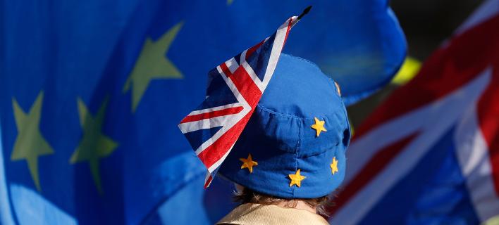 Οι ευρωπαϊστές Βρετανοί δεν έχουν ακόμη εγκαταλείψει οριστικά τις ελπίδες για κάποια ανατροπή... (Φωτογραφία: ΑΡ/Alastair Grant)