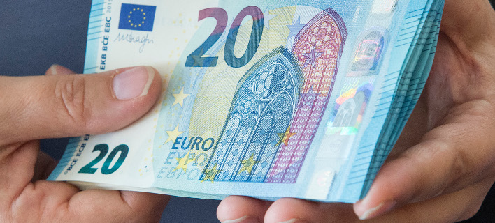 Το εισιτήριο για την ΕΕ από την Ελλάδα είναι ιδιαίτερα φθηνό, λέει η Handelsblatt (Φωτογραφία:  (AP/Jens Meyer)