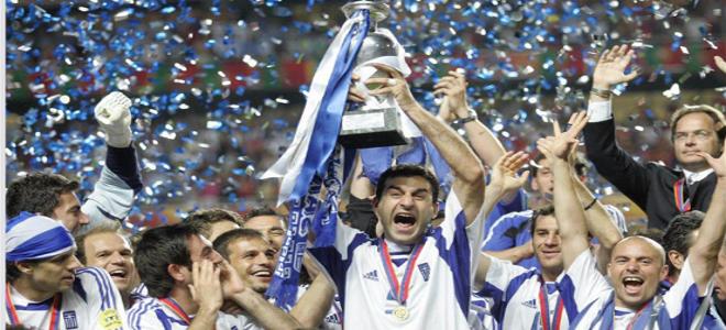 παοκ ολυμπιακοσ γκολ: 4 Ιουλίου 2004: Όταν η Ελλάδα σήκωσε το Ευρωπαϊκό και