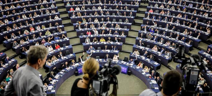 Οι ευρωσκεπτικιστές μπορεί να καταλάβουν έως και το ένα τρίτο των εδρών στην ευρωβουλή, λέει η έκθεση (Φωτογραφία: ΑΡ)