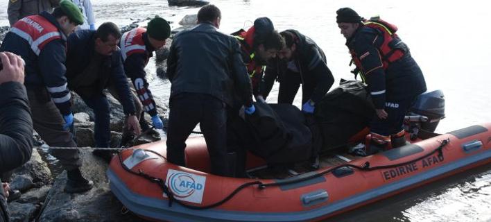 Σοκάρουν οι εικόνες -Οταν οι διασώστες εντόπισαν τα νεκρά προσφυγόπουλα στον Εβρο [εικόνες & βίντεο]
