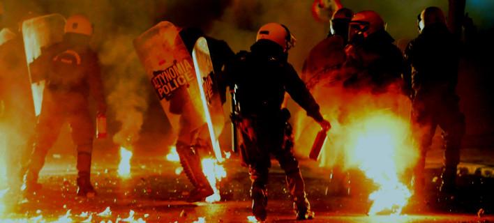 Μολότοφ και επεισόδια μεταξύ ΜΑΤ και κουκουλοφόρων στα Εξάρχεια /Φωτογραφία: ΜΠΟΛΑΡΗ ΤΑΤΙΑΝΑ/Eurokinissi