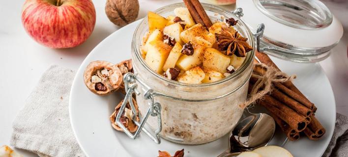 Γιαούρτι με μήλο, κανέλα και καρύδια, Φωτογραφία: Shutterstock