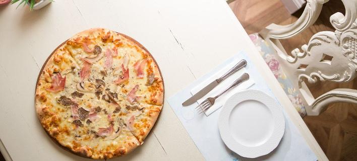 Λαχταριστή πίτσα στο «Family»/ Φωτογραφία: Family