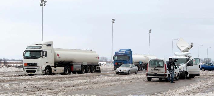 Ανοιξαν δρόμοι για φορτηγά σε Ιωάννινα, Θεσσαλία και Αρκαδία