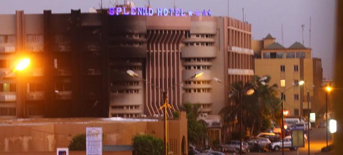 Δραματικές περιγραφές των ομήρων στην Μπουρκίνα Φάσο: Αίμα παντού, πυροβολούσαν εν ψυχρώ [εικόνες & βίντεο]
