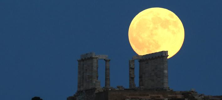 Το ματωμένο φεγγάρι στο Σούνιο/Φωτογραφία: IntimeNews/ΛΙΑΚΟΣ ΓΙΑΝΝΗΣ