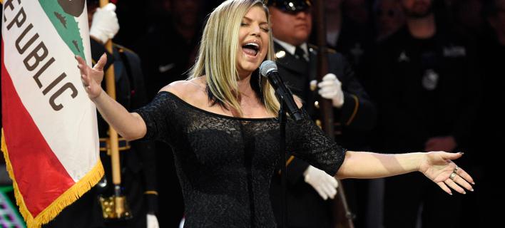 Η Fergie εκτέλεσε τον αμερικανικό εθνικό ύμνο σε πιο... σέξι τόνο στο All Star Game /Φωτογραφία: ΑΡ