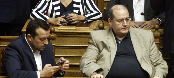 Στιγμιότυπο από την εποχή που Παπάς και Φίλης κάθονταν στα υπουργικά έδρανα / Φωτογραφία: EUROKINISSI/ΓΙΩΡΓΟΣ ΚΟΝΤΑΡΙΝΗΣ