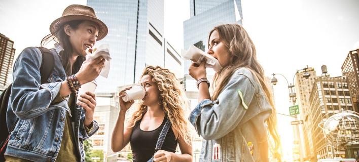 Φίλοι μιλούν /Φωτογραφία: Shutterstock