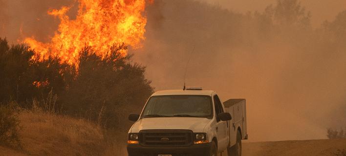Στο έλεος της φωτιάς η Καλιφόρνια: Μαίνεται η μεγαλύτερη πυρκαγιά στην ιστορία της Πολιτείας
