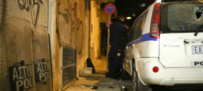 Επίθεση με πέτρες και μολότοφ στο σπίτι του Αλέκου Φλαμπουράρη στα Εξάρχεια -Φωτογραφία: Intimenews/ΚΑΠΑΝΤΑΗΣ ΔΗΜΗΤΡΗΣ