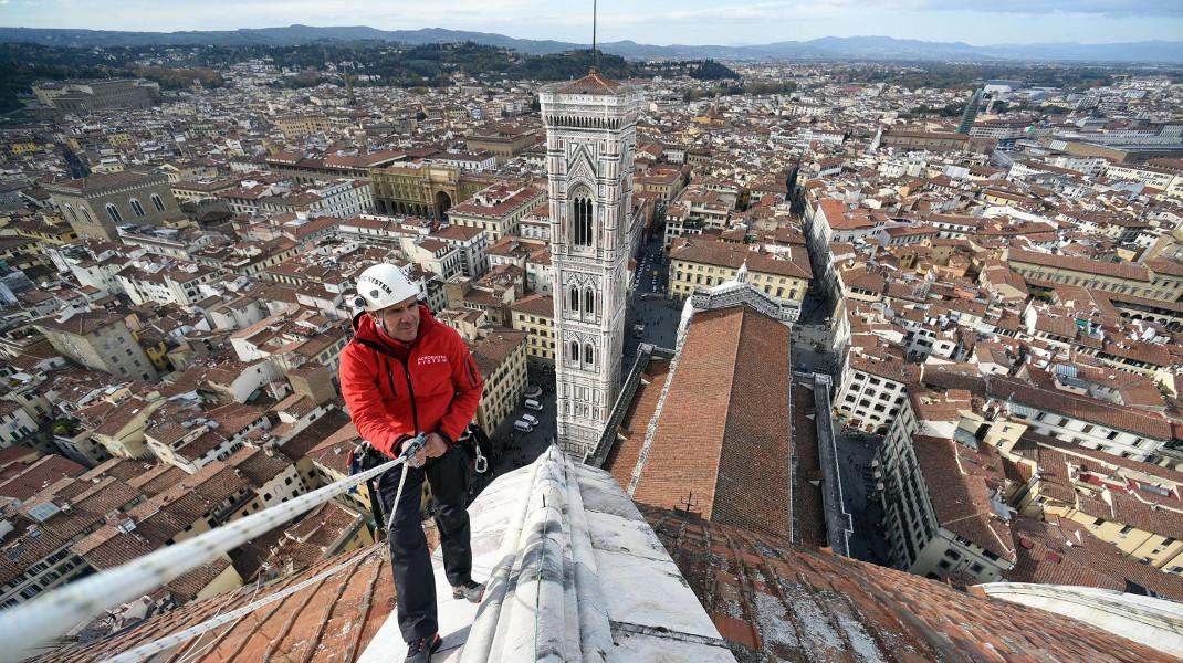 Η θέα αποζημιώνει: Εργασίες συντήρησης στη στέγη καθεδρικού στη Φλωρεντία - Φωτογραφία: Claudio Giovannini/Opera Duomo di Firenze via AP