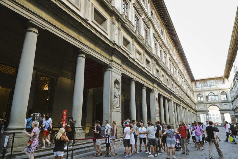 Η πόλη αγωνίζεται να διαχειριστεί την τεράστια αύξηση των τουριστών