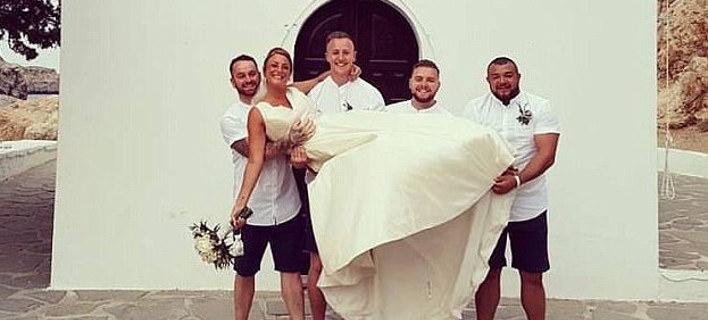 «Αντέδρασαν υπερβολικά οι Ελληνες»: Τι λέει το ζευγάρι που προκάλεσε σάλο με τη σεξιστική φωτογραφία στη Ρόδο [εικόνες]