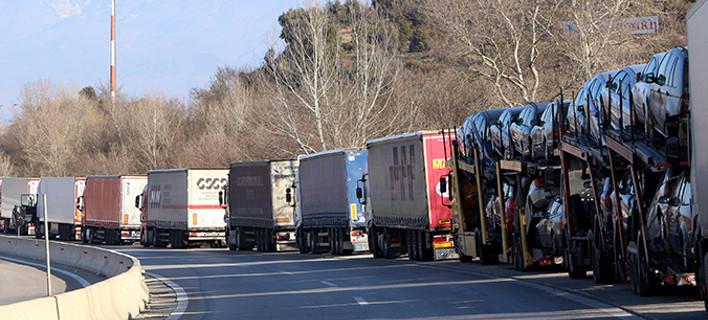 Μπλακ άουτ στο τελωνείο Κήπων -Ουρά χιλιομέτρων σχηματίζουν τα φορτηγά