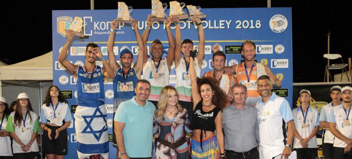 Η απονομή στους νικητές του 1ου Ευρωπαϊκού Τουρνουά Footvolley / Φωτογραφία: NDP
