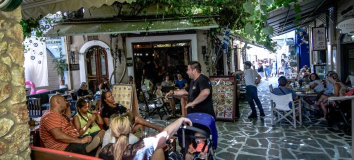 Οι τουρίστες δυσανασχετούν για τον φόρο διαμονής στα νησιά/Φωτογραφία: Eurokinissi
