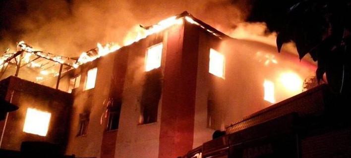 Τραγωδία στην Τουρκία: Κάηκαν ζωντανές 11 μαθήτριες και ένας δάσκαλος από πυρκαγιά σε κοιτώνα [βίντεο]