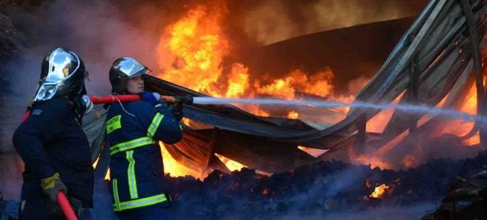 Μεγάλη φωτιά στους Αγίους Θεοδώρους -Κοντά στα διυλιστήρια της Motor Oil