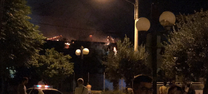 Πυρκαγιά σε κτίριο στη Νέα Φιλαδέλφεια (Φωτογραφία αναγνώστη)