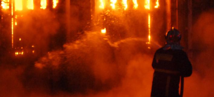 Πυρκαγιά σε υπόγειο πάρκινγκ στη Γλυφάδα -Κάηκαν ολοσχερώς εννέα ΙΧ