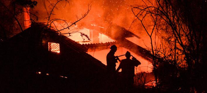 Η φωτιά στον Κάλαμο μέσα από 20 συν 3 δραματικές φωτογραφίες -Σπίτια στις φλόγες [εικόνες]