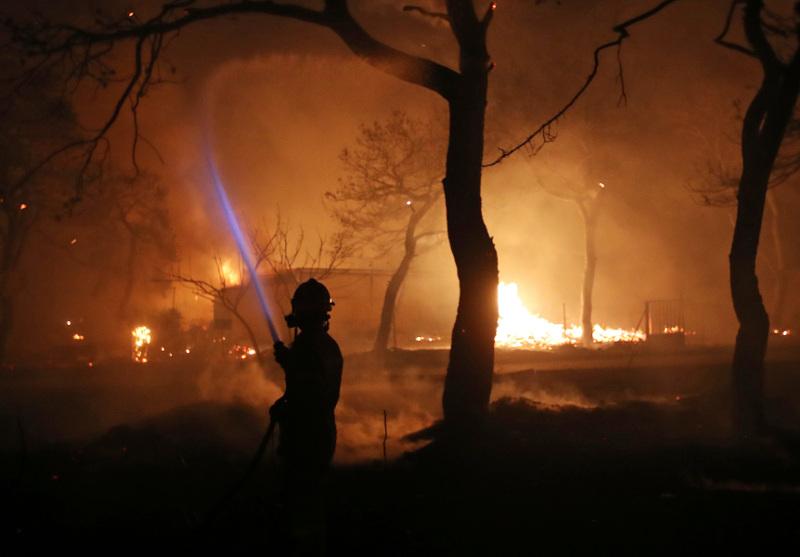 « Όλα τα δέντρα καίγονταν μέσα σε δευτερόλεπτα» λέει η μητέρα της Ντέγκε